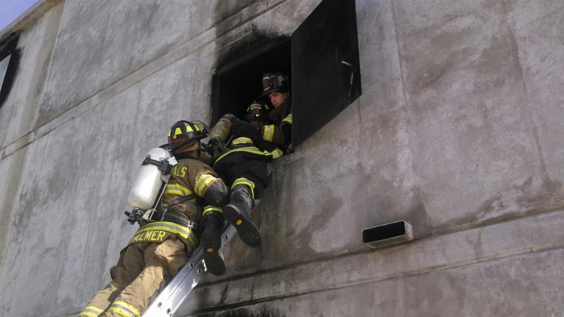 Training with ladder rescue in concrete building