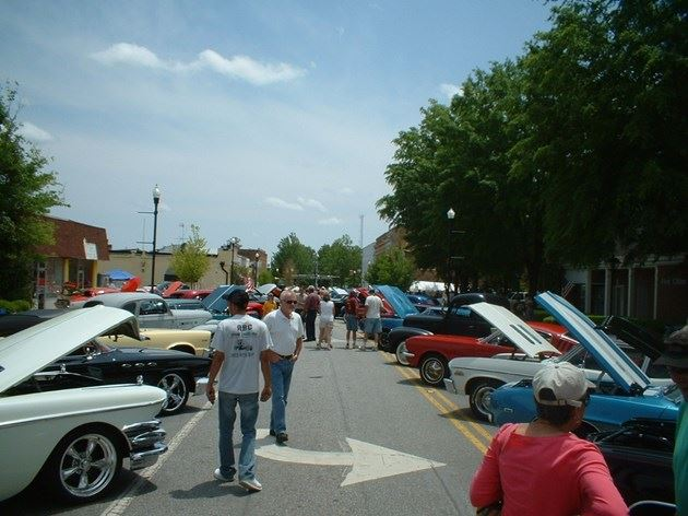 Citizens view the car show
